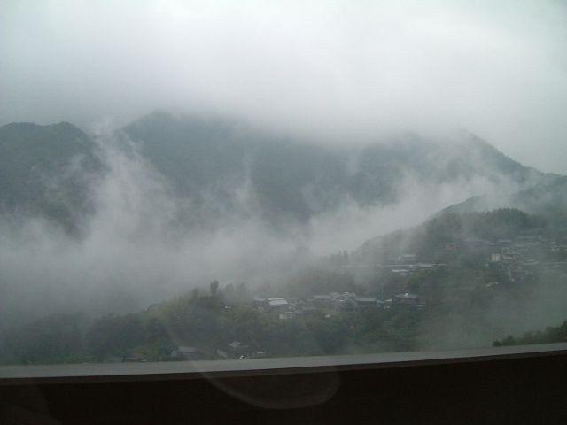 松山道 内子、中山の霧